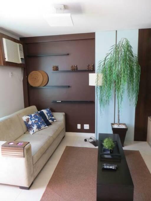 Sala de estar ampla e decorada