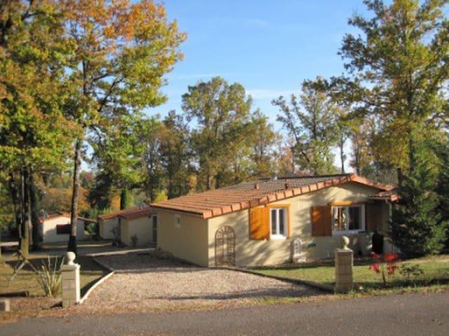 Luxe 6 pers.zomerhuis park Le Chat - Écuras - Bungalow