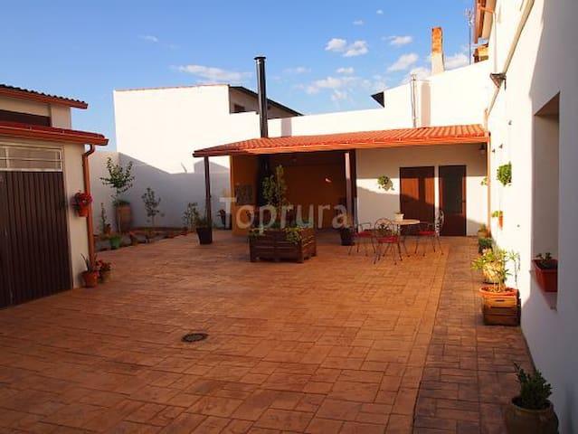 TODAS LAS COMODIDADES Y UN GRAN PATIO - Villamalea - 휴가용 별장