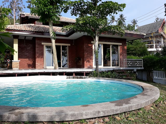 Romantic 3 bedroom villa with pool and ocean view