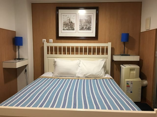 Discovery Rooms Benfica: Double Room & Private WC