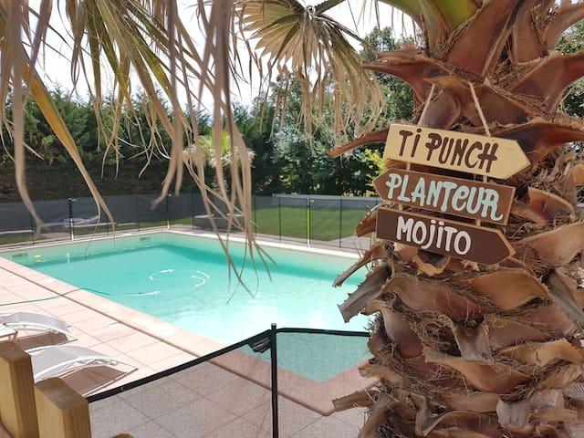 Grande maison proche La Rochelle -piscine chauffée