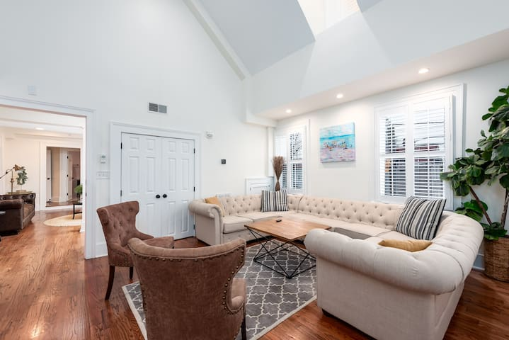 Four Bedroom Suite - The Quarters on Spring