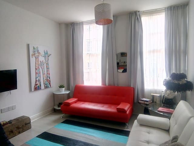 City centre twin bed  flat spacious bright BS2 8
