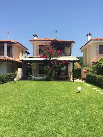 Amazing villa in frond of the sea! - Νέα Σκιώνη - Villa