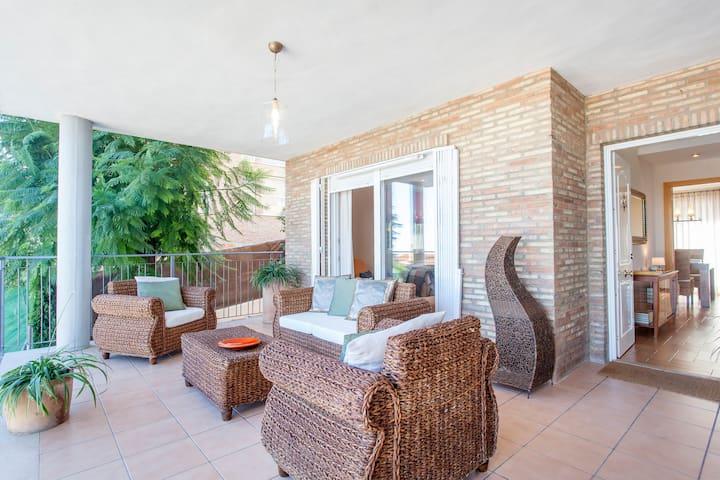 Charming villa with pool near Valencia & beach