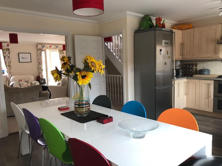 Norwich City Home for 6-10 guests inc free parking