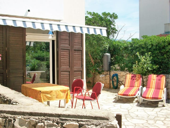 Beautiful apartment Mirna with garden and barbecue