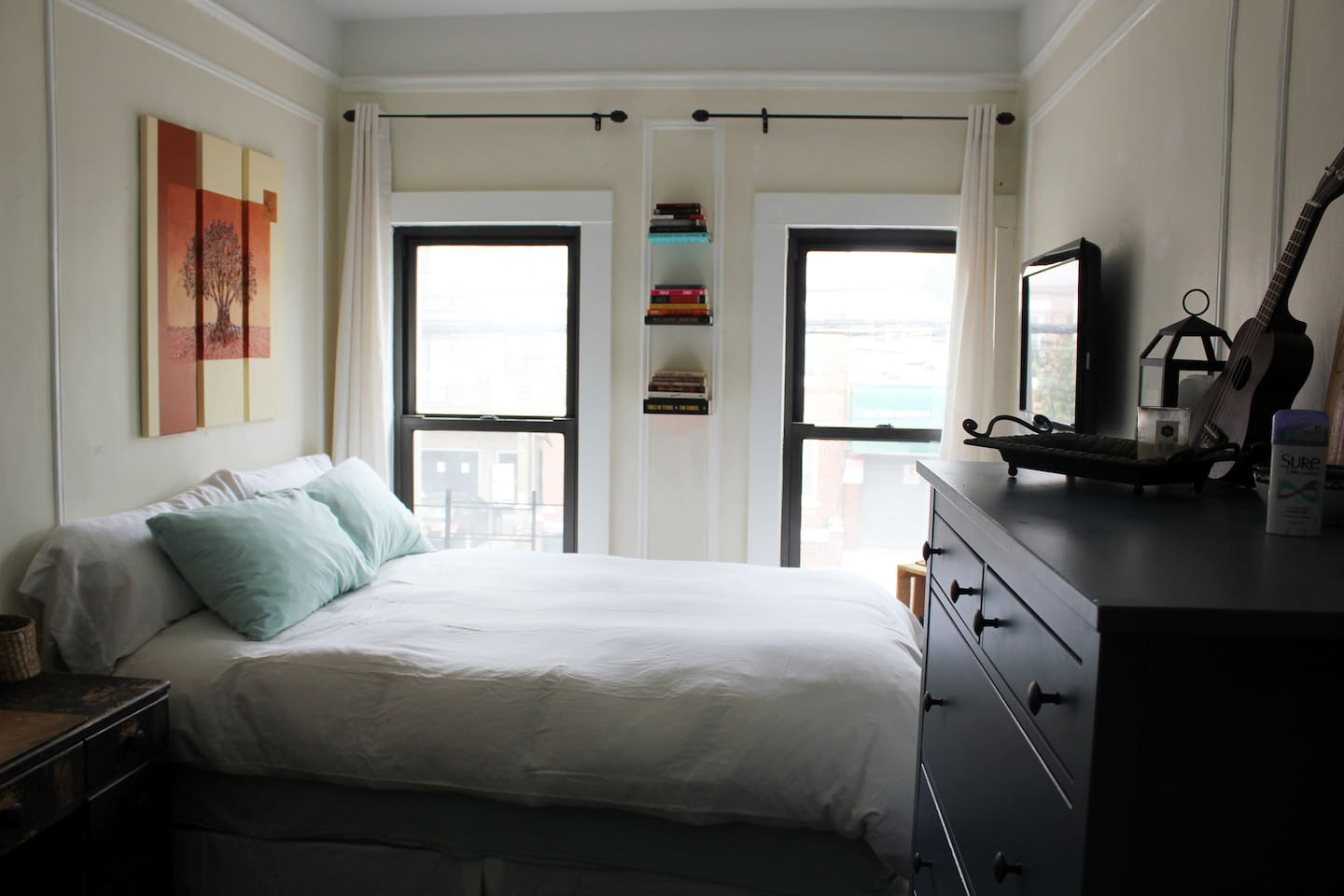 Private bedroom with Queen-sized bed & lots of morning light. Bed is so comfortable, it'll be hard to get up!