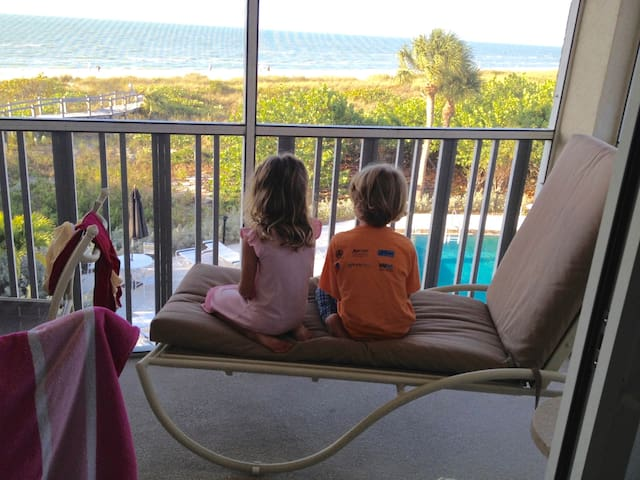 Stunning views of the gulf, quiet magical place!! - 薩尼貝爾(Sanibel) - 分時度假住宿