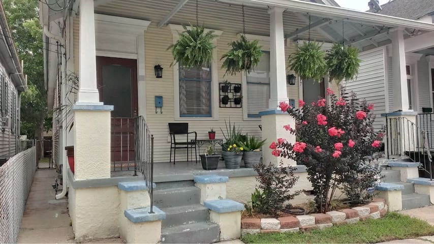 Bayou St. John Bungalow in the heart of Mid-City!
