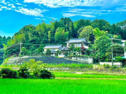 Fully remodeled ancient house. BBQ, fireworks, split watermelon, pizza oven. Inaba Interchange 5 min. 600 ㎡, 20 people can stay
