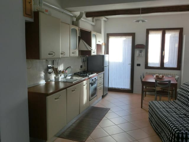Independent apartment-near the airport