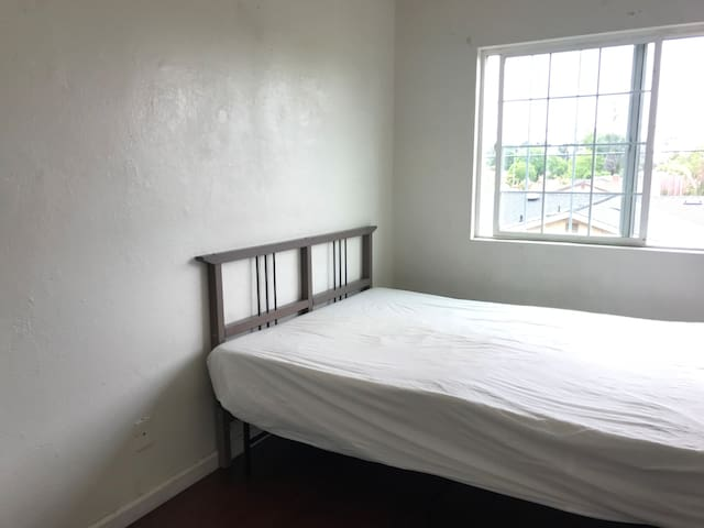 K1 second floor bright  private BR, Fast wifi