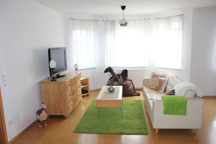 stilvolle EG-Wohnung im Grünen nahe Würzburg