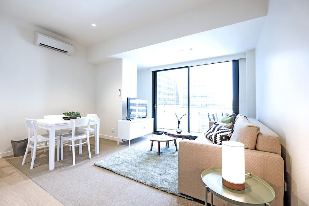 A comfortable urban pad in the heart of Melbourne CBD is ready to welcome you.