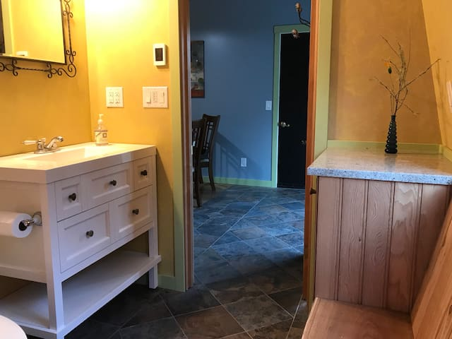 Discovery Ridge Loft,  Entire Home No cleaning fee