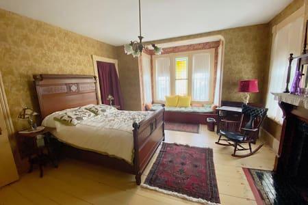 Gold Room in Eva Blake House