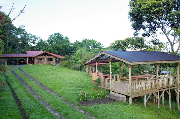 Cozy farm house surrounded by forest and nature - Turrialba