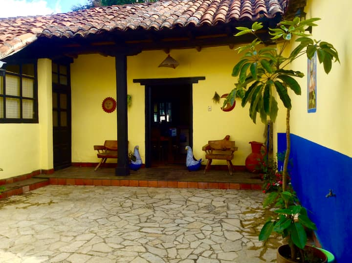 Casa Chula 2 Colonial Apt. with Garden & Fireplace