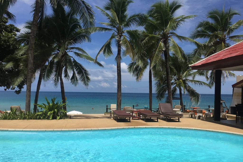 Pool and beach. Only a few steps away from your bungalow.