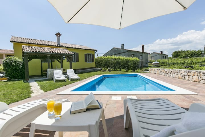 Casa Corina with swimming pool - Labin - House