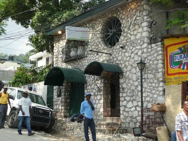 Le Perroquet Hotel - Petion-Ville - Bed & Breakfast
