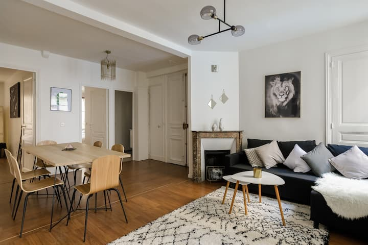 Beautiful family apartment in the center of Paris
