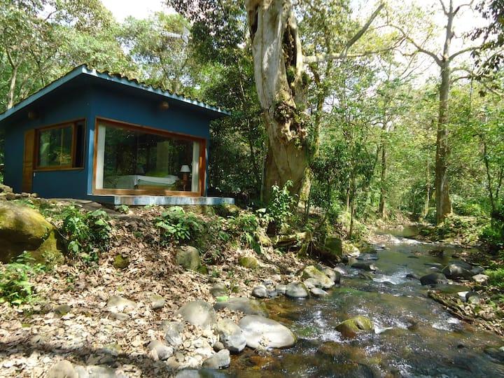 Cabaña frente a río. Los Maquiques