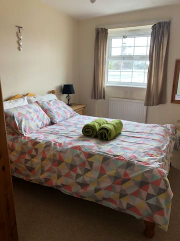 Rooms: Single and Double for short and long seasons in the center of cheltenham