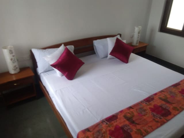 Good spacious apartment in the white town Ashram