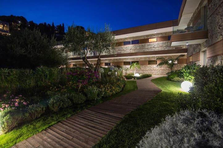 Isola Bella Suites Jacuzzi