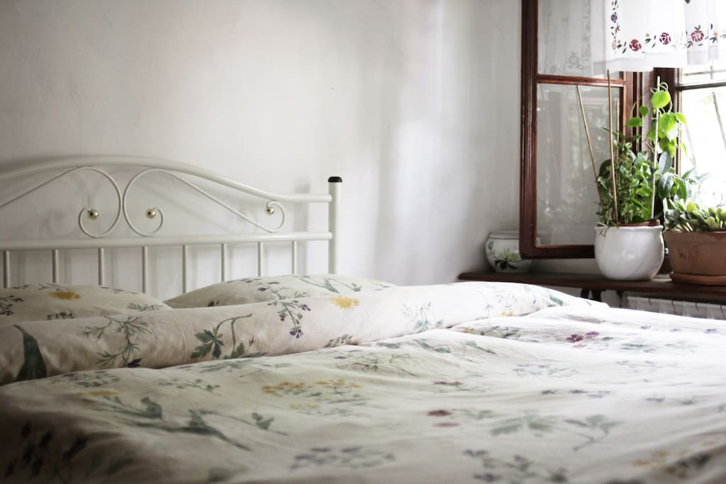 Bedroom with the queen bed