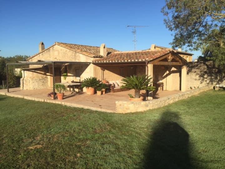 165€ Emporda Rural House, close to 4 golf courses