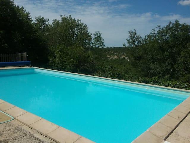 Maison avec piscine au coeur du Quercy