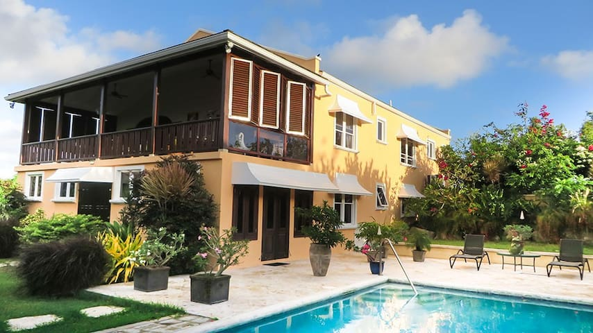 Luxury Countryside 2 bed apt & pool 10 min 2 beach