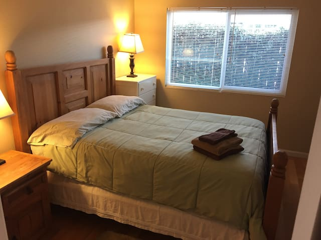 DP-1, Private room has comfy QUEEN BED in Dana Pt - Dana Point