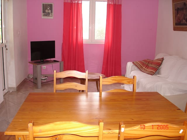 Apartment - 15 km from the beach - Saint-Pierre - Apartment