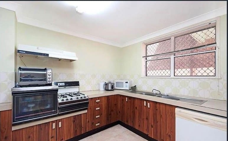 Private Single Room Near UQ St Lucia 昆士兰大学附近复式住宅