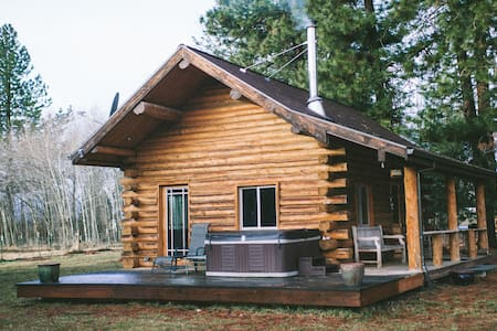 The Mt Adams Cabin Retreat: w/ Hot Tub and Trails