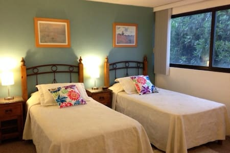 Room 2 House of Light and Color in Coyoacan - Mexiko-Stadt - Bed & Breakfast