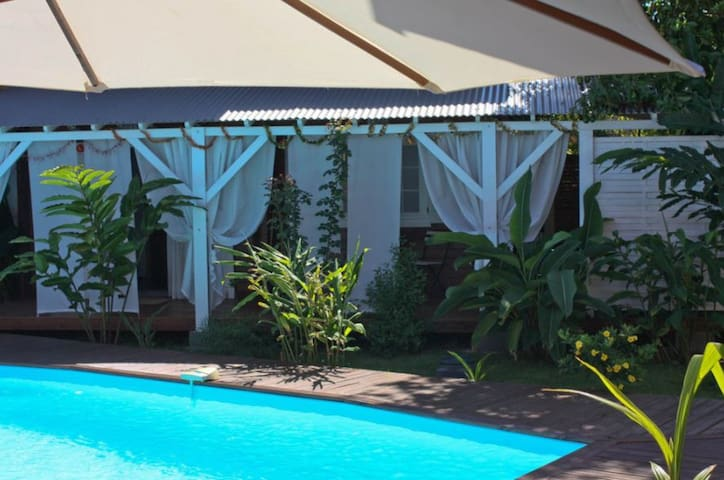 Nice bungalow with pool access