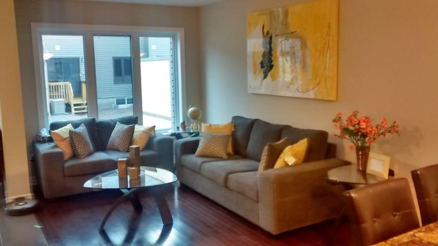 Private room in Orleans - Ottawa - Appartement