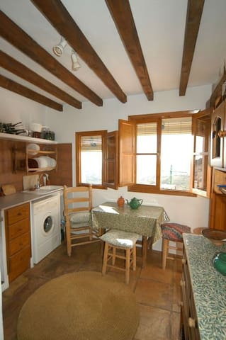 Hill Top Home; Calle Santo Cristo; Frigiliana - Frigiliana - Appartement