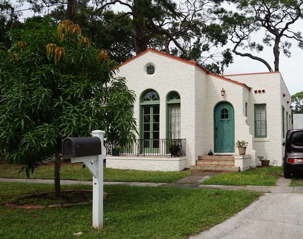 Charming Bungalow near Downtown and Lido
