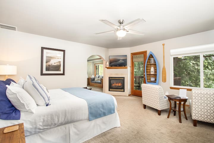 Kennebec Room - Serenity on the River