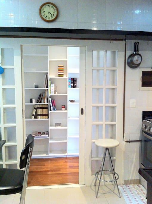 Cozinha e saída pro corredor