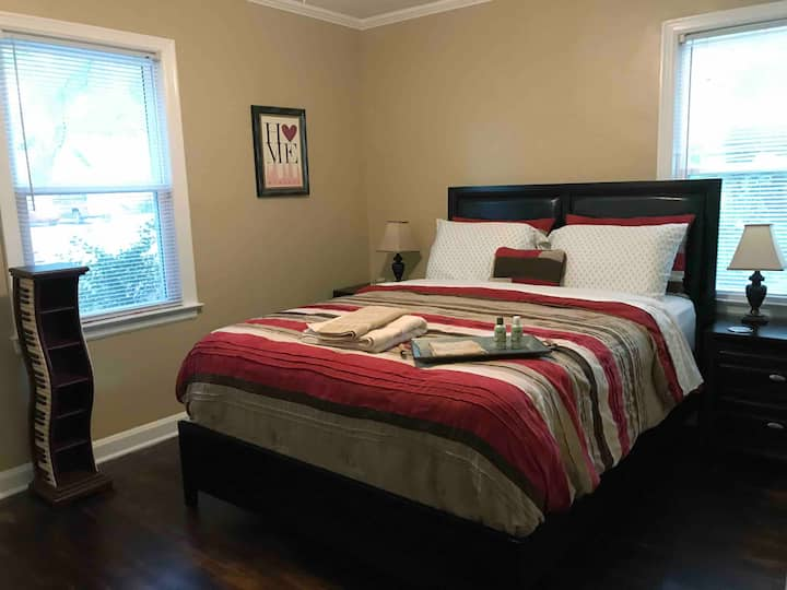 Cute, quiet room minutes from Midtown & Downtown