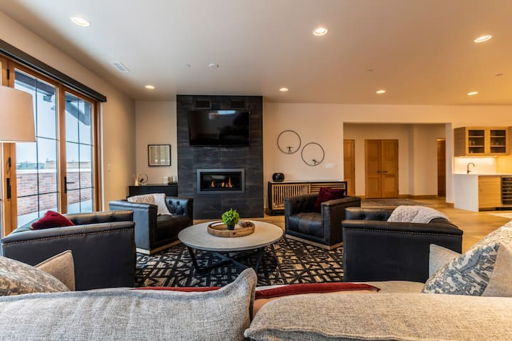 New Executive Condo! In the heart of DT Whitefish.