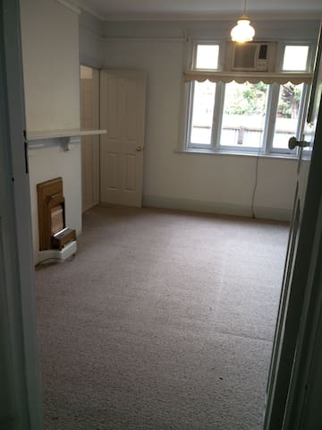 3.5km from city, Private room with attached toilet